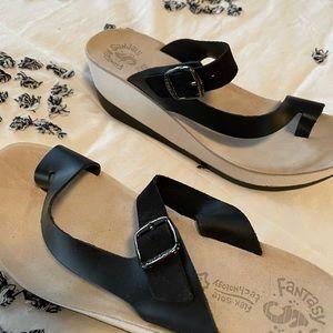 Fantasy black leather sandals